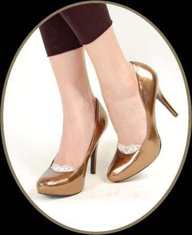 Gloria with shoe